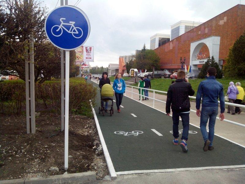 Велодорожки для велосипедистов, а не для пешеходов с детскими колясками