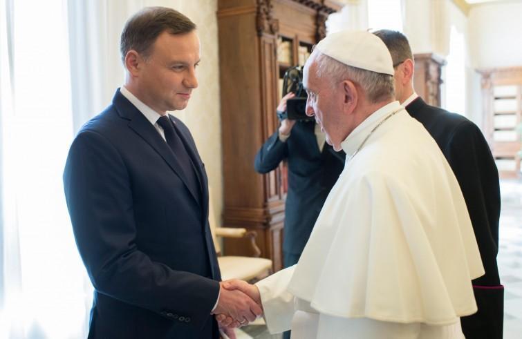 Президент Польши и Папа Римский обсудили ситуацию на Украине