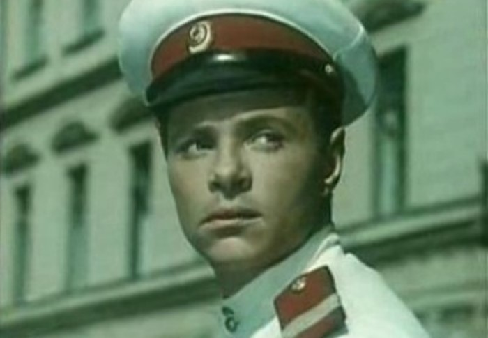 Кадр из фильма *Улица полна неожиданностей*, 1957 | Фото: kino-teatr.ru