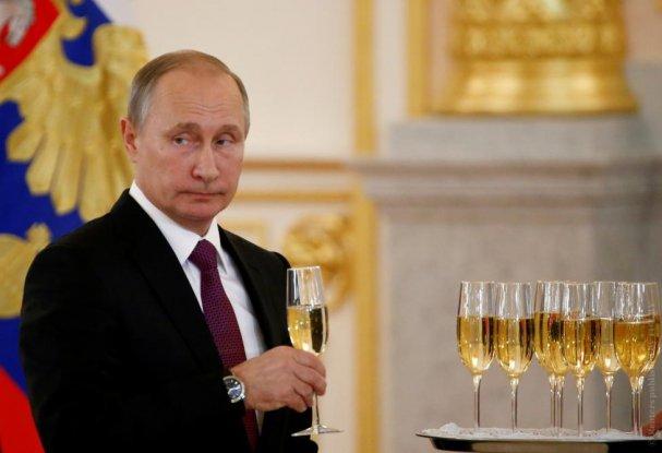 Представьте себе такую ситуацию: Выходит Путин и говорит, Крым конечно наш, но перед Украиной неудобно