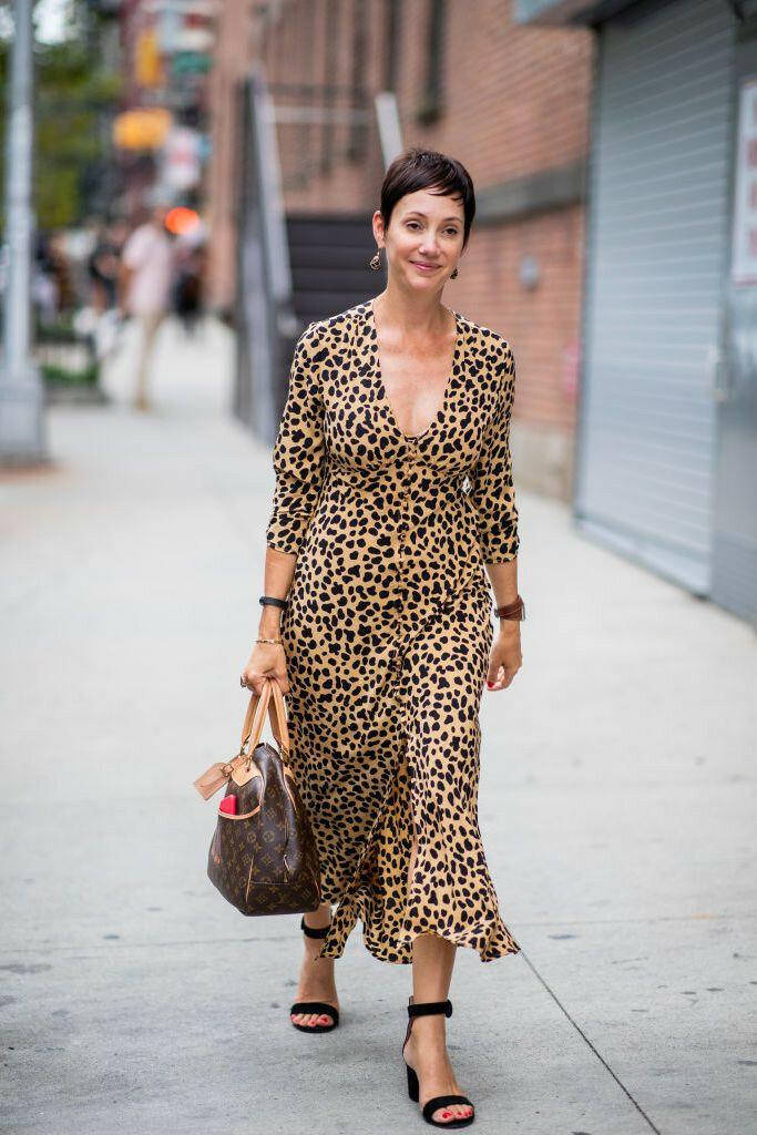Модный образ с леопардовым платьем. /Фото: beauty.ua