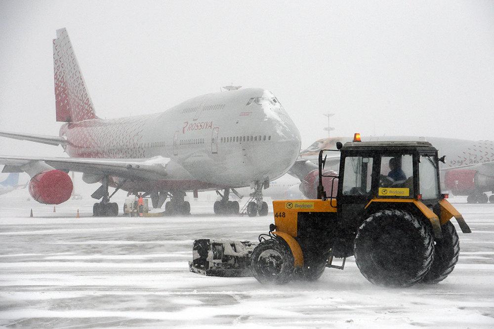 Непогода привела к задержке и отмене рейсов в Москве