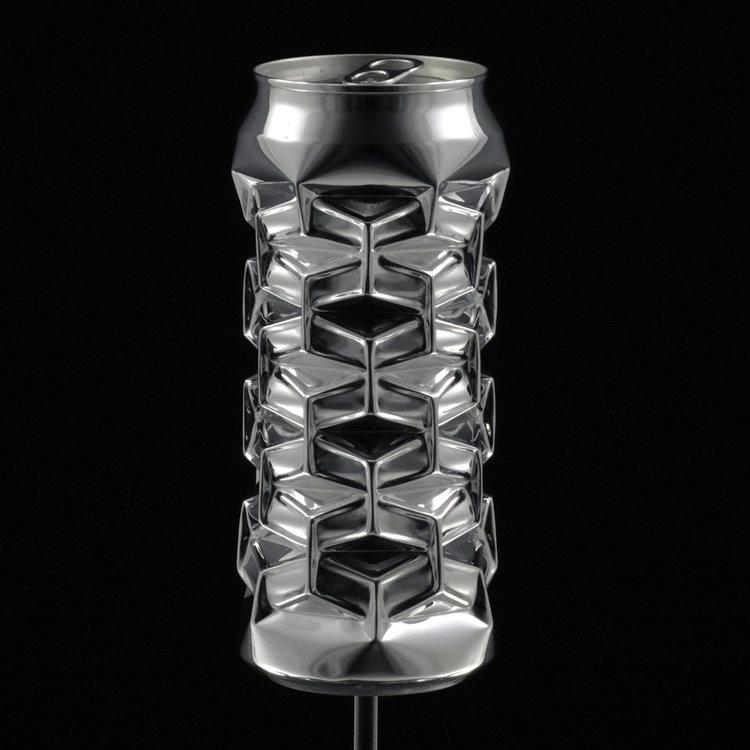 Скульптуры из алюминиевых банок за тысячи долларов