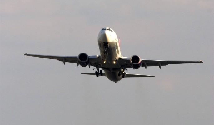 Посадку Boeing в сильную гро…