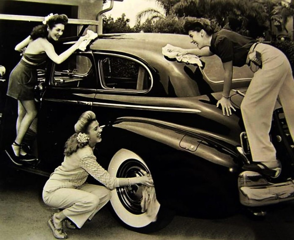 Автомобиль после девушки