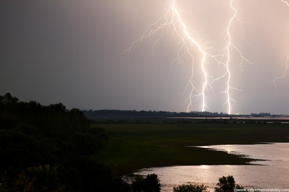 4196 990x659 Когда бьет молния