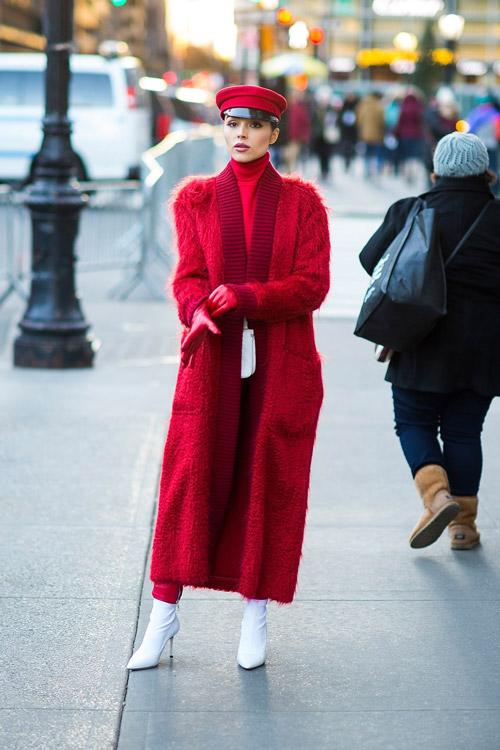 Красное пальто, вот правильная идея выглядеть на все 100%