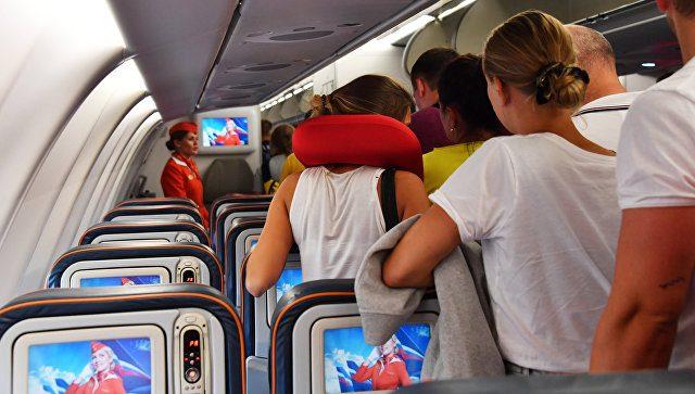 Почему опасно спать в самолете?