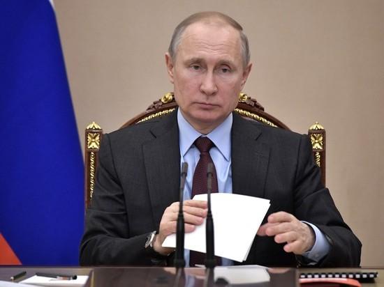 В Кремле кратко прокомментировали сомнения в авторстве диссертации Путина