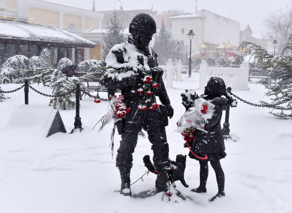 Установлена личность гражданина Украины, осквернившего памятник «Вежливым людям» в Крыму