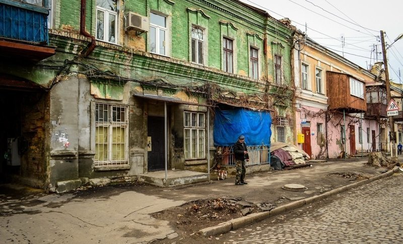 Почти все они расположены в историческом центре города города, города украины, нищета, обратная сторона, разруха, трущобы, украина