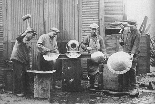 Мастера по изготовлению водолазного снаряжения. Россия. 1880-е годы. история, люди, мир, фото