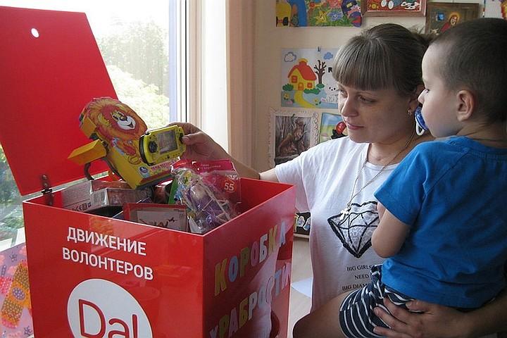 Россияне за неделю собрали 300 килограмм игрушек для больных детей в «Коробки Храбрости»