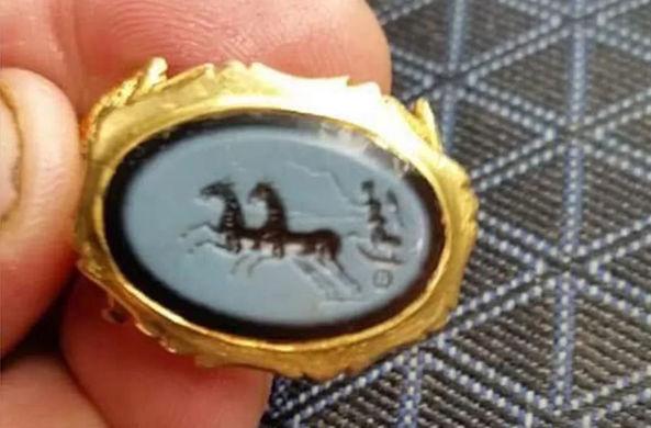 Археолог-любитель нашел римское кольцо