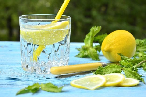 Польза воды с добавлением лимона