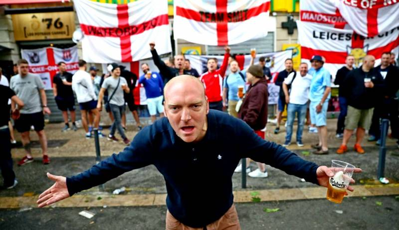 Британские болельщики ворвал…