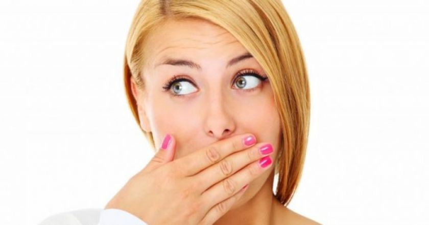 Как естественным способом избавиться от неприятного запаха изо рта всего за 5 минут