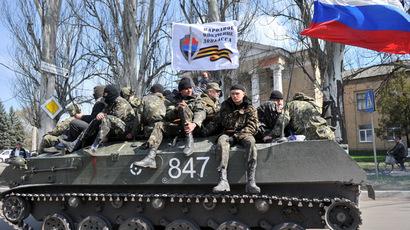 В Славянске десятки украинских войск на БТР сдались, отказавшись «стрелять по собственному народу».