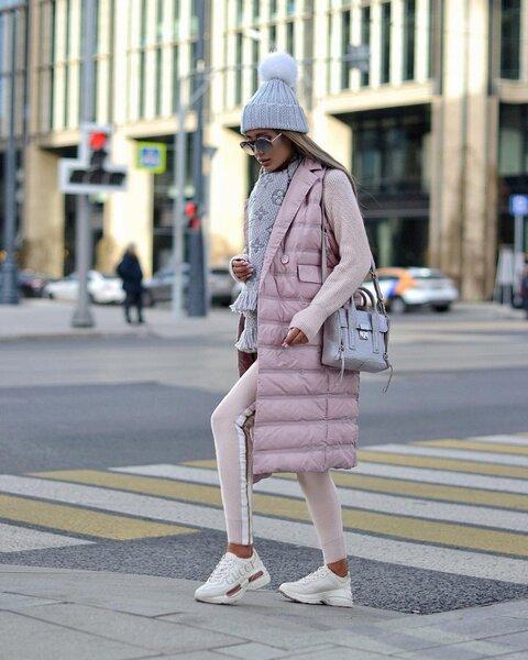 Как носить пастельно-розовый этой зимой: правила составления модного образа