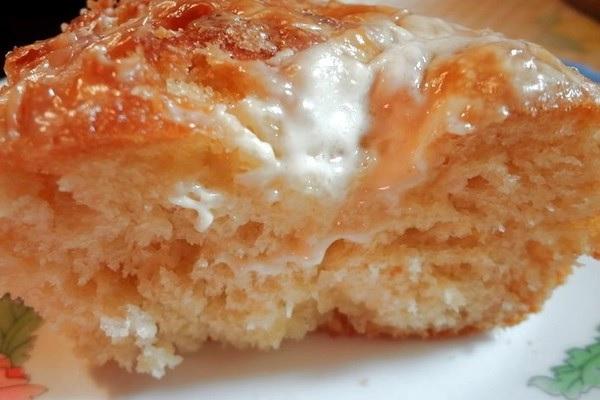 Очень вкусный пирог, несмотря на то,что он без начинки, сочный, ароматный, с чудесной карамельной корочкой сверху