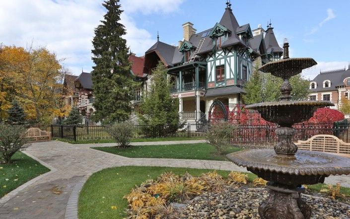 Как выглядит самый красивый посёлок в России