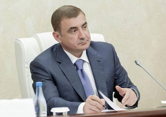 Алексей Дюмин предложил заменить покрытие на площади Ленина