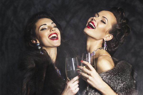 Пожалеть не хотите богатеньких дам?
