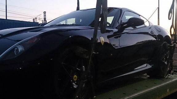 Владелец Ferrari устроил погоню за эвакуатором, утащившим его автомобиль