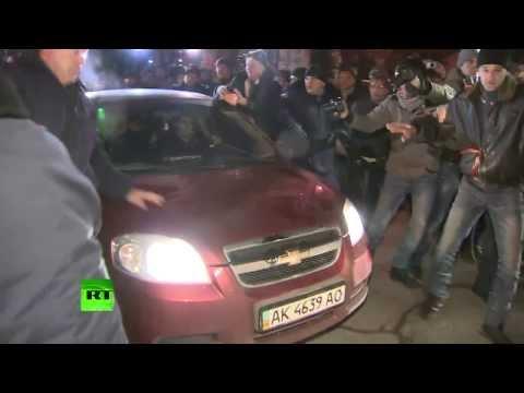 Депутата Верховной рады прогнали от здания крымского парламента