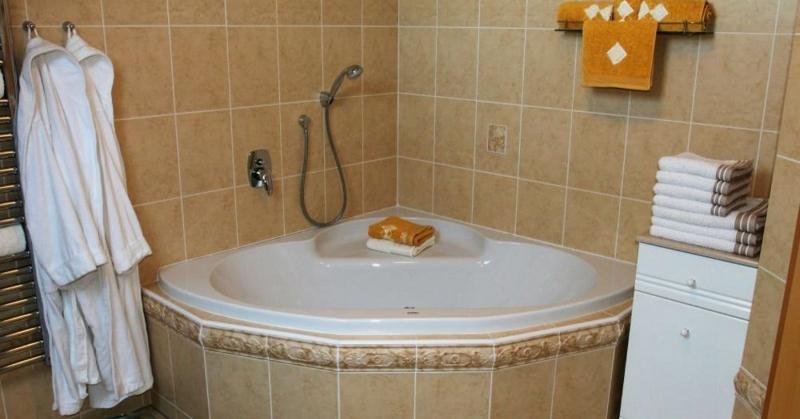 Почему не нужно устанавливать угловую ванну