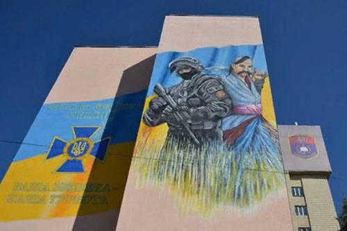 Наши в городе!) На академии СБУ появилось граффити запорожского казака с бойцом спецназа ФСБ