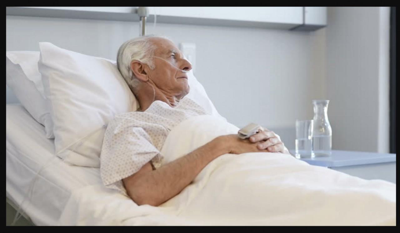 Сын приехал навестить отца в больницу. «Возьми меня на Пасху домой. Я здесь не выдержу…»