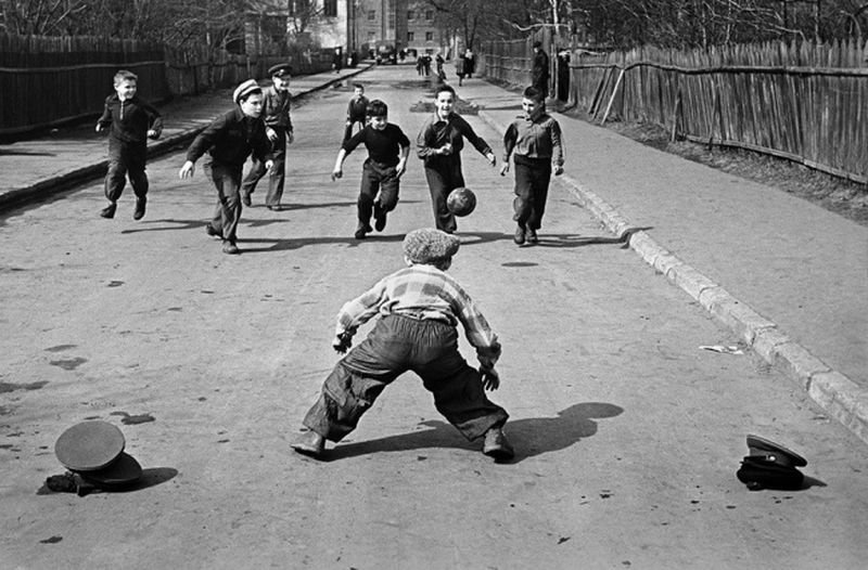 Каждый человек в Советском Союзе был счастлив или имел все шансы стать счастливым.
