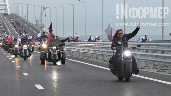 Зрелищный проезд по Крымскому мосту