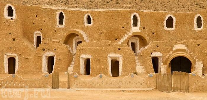 Тунис: Матмата - древние жилища, выкопанные в земле