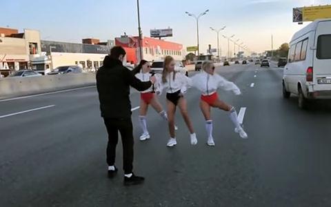 Съемки клипа на МКАДе задержали несколько «скорых». ЦОДД потребовал от полиции разбирательства