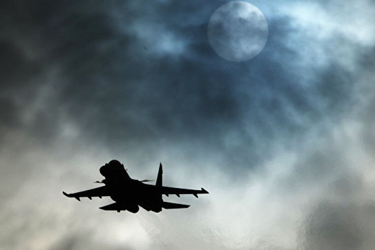 Самолет на малой высоте прол…
