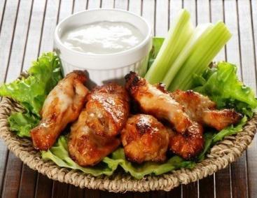 Божественный рецепт! Острые куриные крылья со сметанным соусом