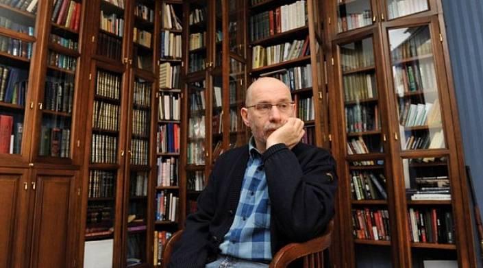 Что почитать: 10 биографий, которые рекомендует Борис Акунин