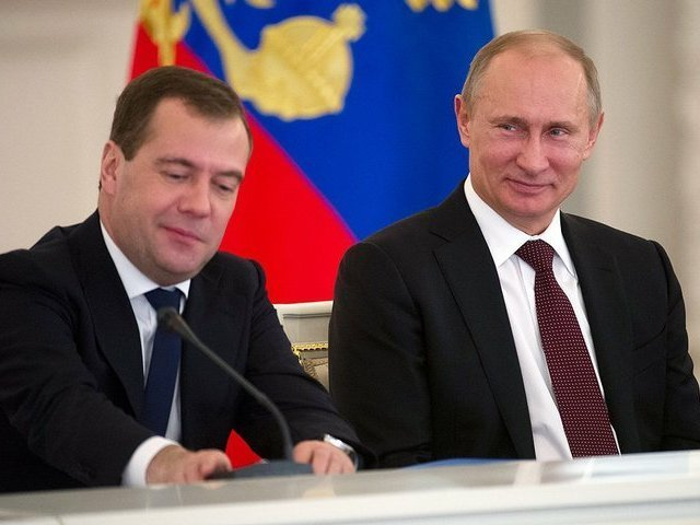 Путин поручил Медведеву провести воспитательную работу с Мединским