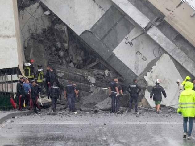 Появилось видео обрушения моста в Генуе