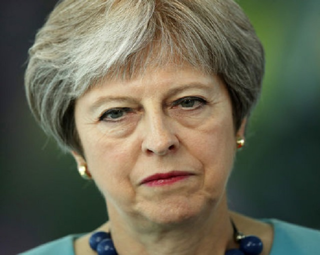 Британцы требуют отставки Мэй из-за ЧМ-2018