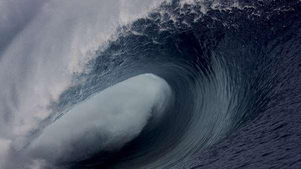 Не менее 60 человек погибли из-за цунами в Индонезии
