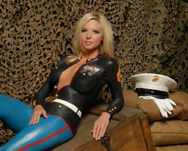 Парень трахнул девушку в военной форме честно