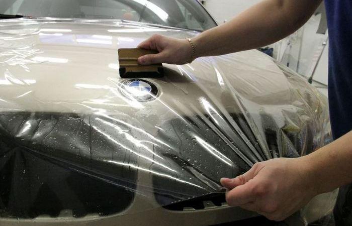 Зачем европейские автомобилисты обклеивают своим машины скотчем