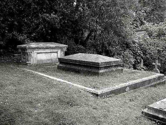 Могила вдовы похороненной с сердцем мужа