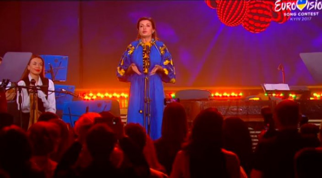 «Да она бухая!» — жена Порошенко опозорилась, открывая «Евровидение» (ВИДЕО)