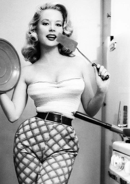 """Ее называли """"самым шикарным телом"""", ей завидовала Мэрилин Монро. Ей 84 и она до сих пор прекрасна"""