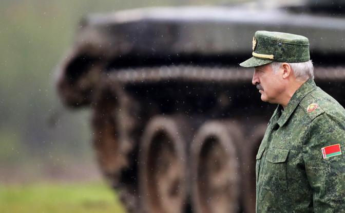 Лукашенко помогает Киеву отвоевать Донбасс