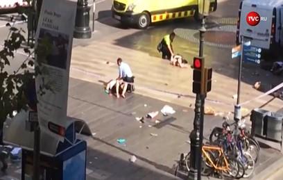 Фургон совершил наезд на пешеходов в Барселоне. Главное